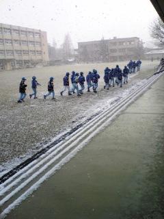 雪の中。。